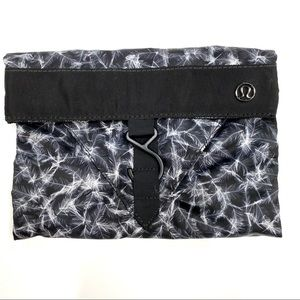 LuluLemon Break Free Bag Feathers